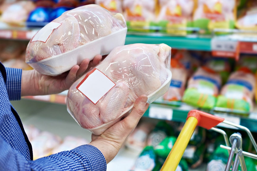Курица за 1 евро в немецком супермаркете вызвала шквал критики